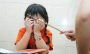 Đánh học sinh vì lực học sa sút, cô giáo bị khiển trách