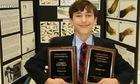 Nam sinh lớp 7 được trao giải khoa học về nghiên cứu ung thư ở Mỹ
